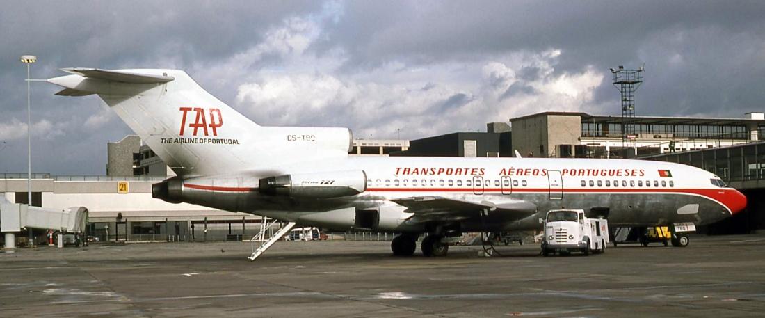 B.727 CS-TBQ (03.11.1977).jpg